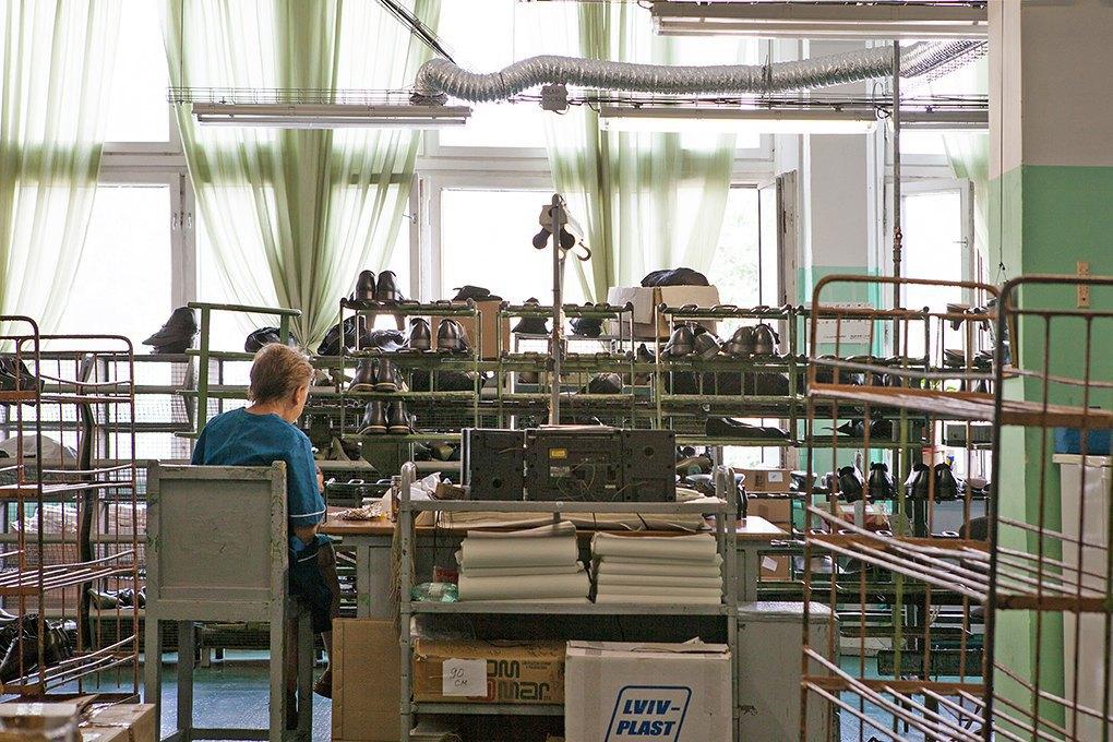 Производственный процесс: Как делают ботинки. Изображение № 26.