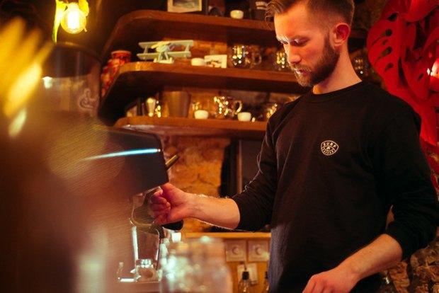 У «Сенной площади» открыли «сёрферскую» кофейню SurfCoffee. Изображение № 11.