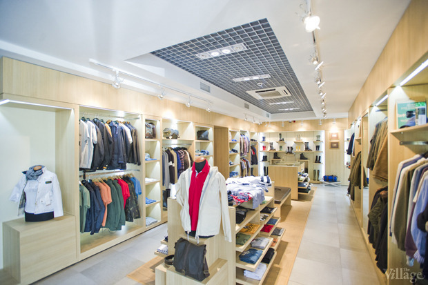 На полках: Магазин одежды «Остров». Изображение № 1.