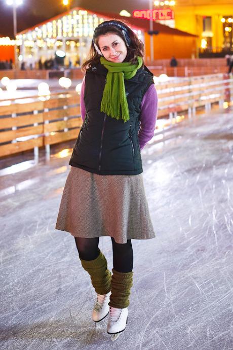 Люди в городе: Первые посетители катка в парке Горького. Изображение №37.