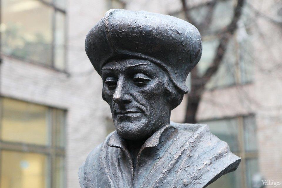 Фоторепортаж: Памятник Эразму Роттердамскому вМоскве. Изображение № 4.