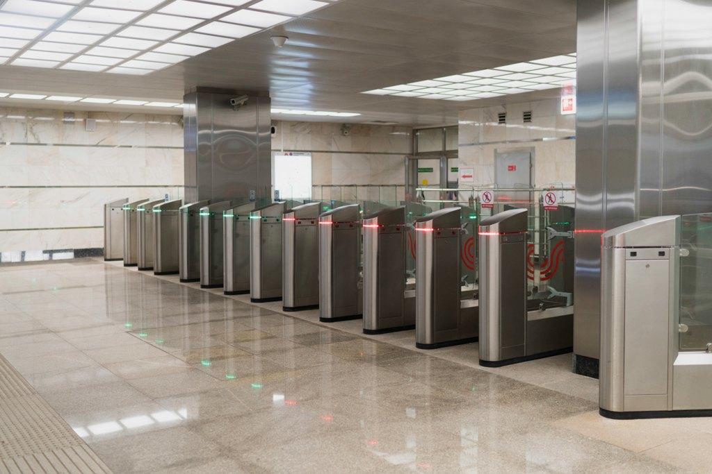 Зонтпэкер изарядка для гаджетов—как устроена станция метро «Котельники». Изображение № 26.