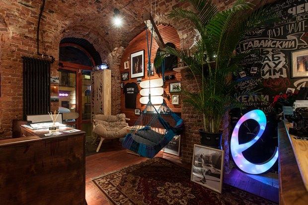 У «Сенной площади» открыли «сёрферскую» кофейню SurfCoffee. Изображение № 1.
