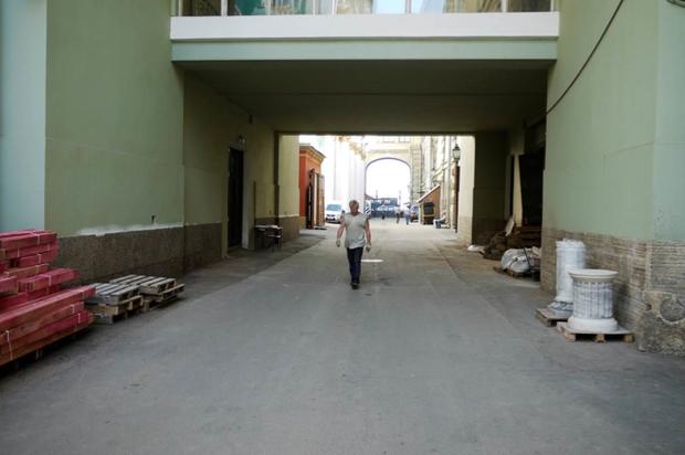 Во дворах Эрмитажа будут устраивать выставки. Изображение № 4.