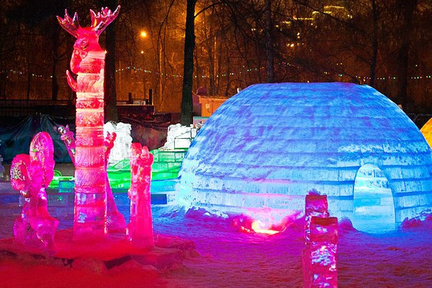 Зима в парках: Тюбинг на Воробьёвых горах, ледяной город в «Кузьминках» и зорбинг в парке Горького . Изображение № 1.