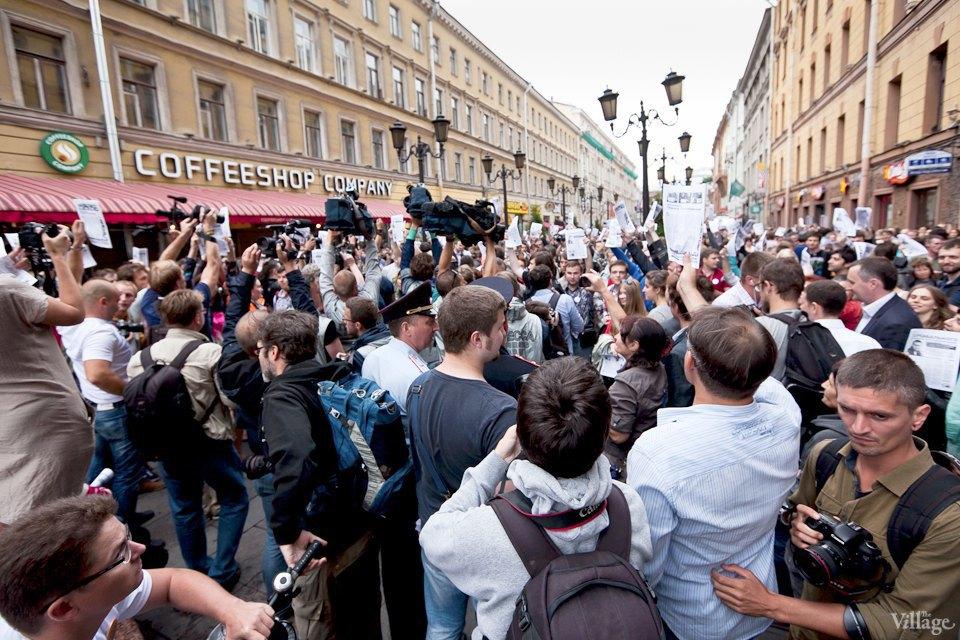 Фоторепортаж: «Народный сход» вподдержку Навального вПетербурге. Изображение № 12.