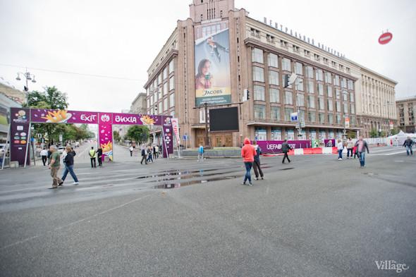 Фоторепортаж: Улица футбола — фан-зона на Крещатике. Зображення № 6.