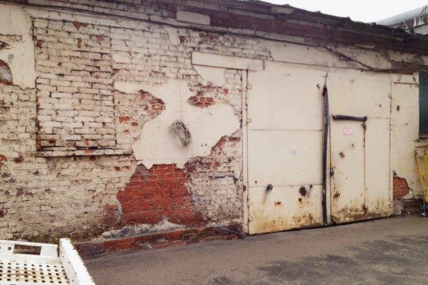 Чёрный «квадрат»: Как кафе и магазины воюют с владельцами зданий . Изображение № 2.