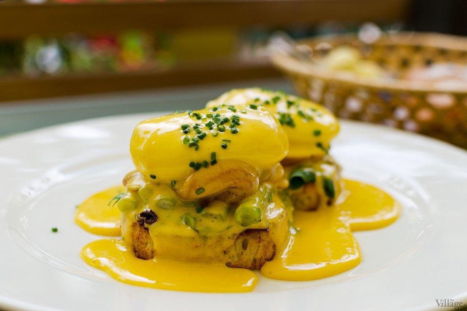 Citronelle (яйца бенедиктин, круассан, зернистый творог с ягодами, джем, сливочное масло) — 192 грн.. Изображение № 10.
