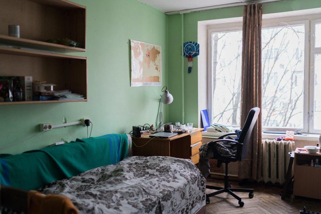 «Клопы довольно больно кусаются»: Студенты МГУ — о жизни в старом общежитии. Изображение № 13.