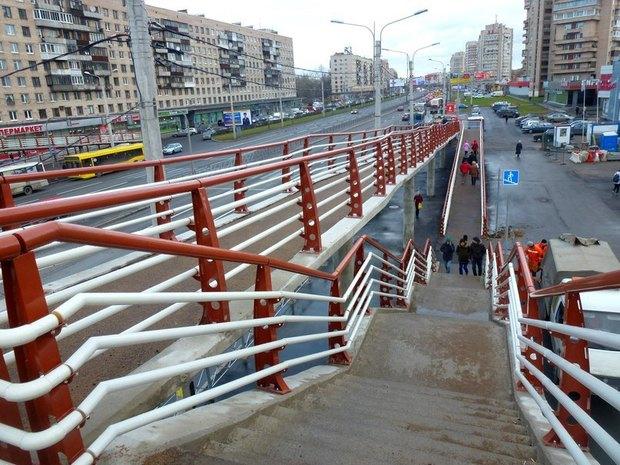 На проспекте Славы открылся «футуристичный» надземный переход. Изображение № 1.