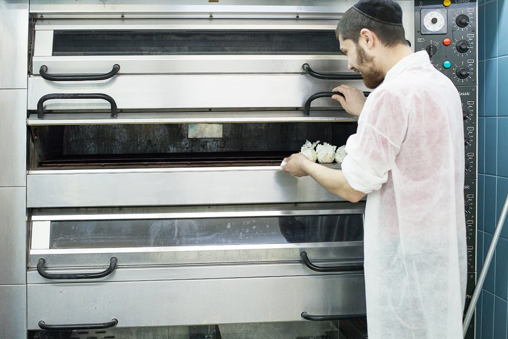 Производственный процесс: Как готовят кошерные обеды для авиапассажиров. Изображение № 19.