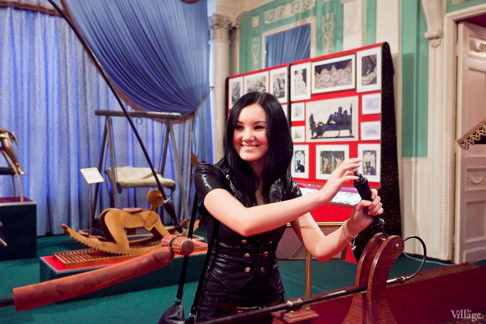 Люди в городе: Первые посетители музея эротики. Изображение № 22.