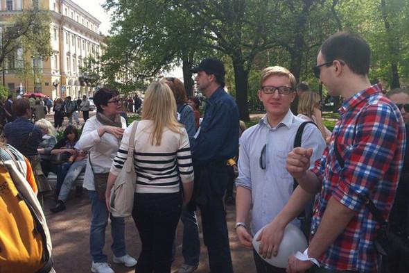 В воскресенье в Петербурге гуляли 500 человек, в понедельник закрывают Исаакиевскую. Изображение № 7.