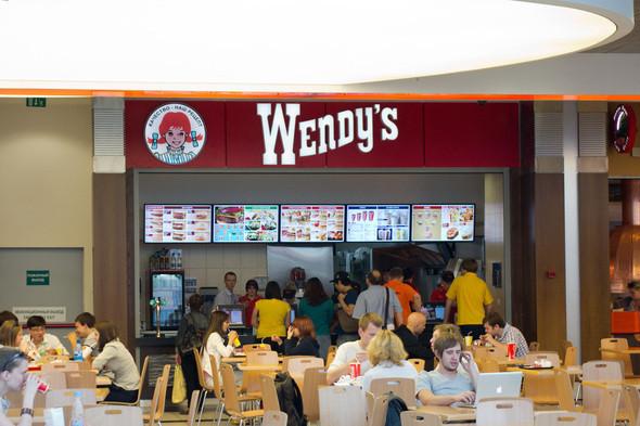 Изображение 1. В Москве открылась первая закусочная Wendy's.. Изображение № 2.