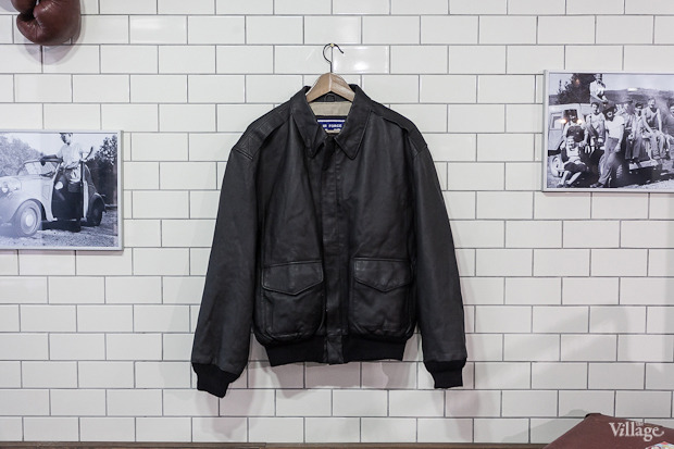 Кожаная куртка Air Force — 4 700 рублей. Изображение № 23.