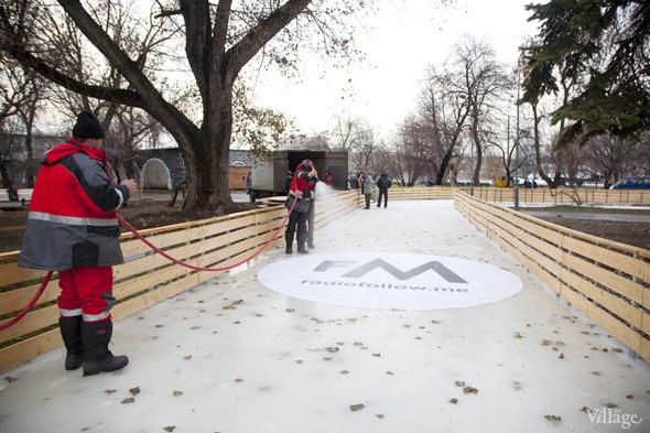 В парке Горького залили каток. Изображение № 7.