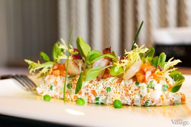 Отварные овощи в компании лосося, гребешка и креветки с заморским названием «Оливье» —  87 грн.. Изображение № 25.