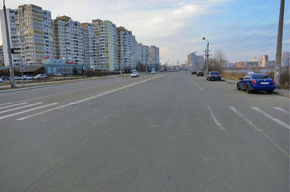 В Киеве много широких дорог, у которых при этом нет отдельной полосы для общественного транспорта.. Изображение № 54.