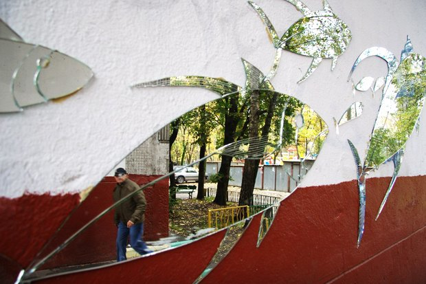 Кто украшает Москву зеркальными рыбами . Изображение № 3.