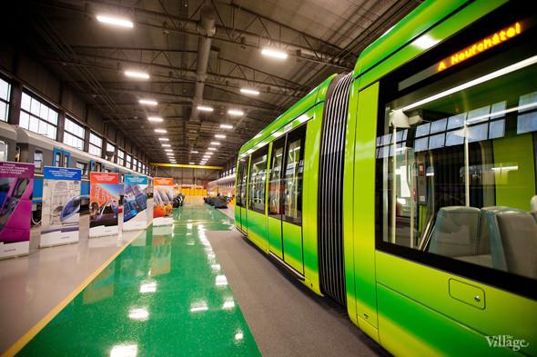 В Петербурге представили новые вагоны метро и низкопольный трамвай. Изображение № 37.