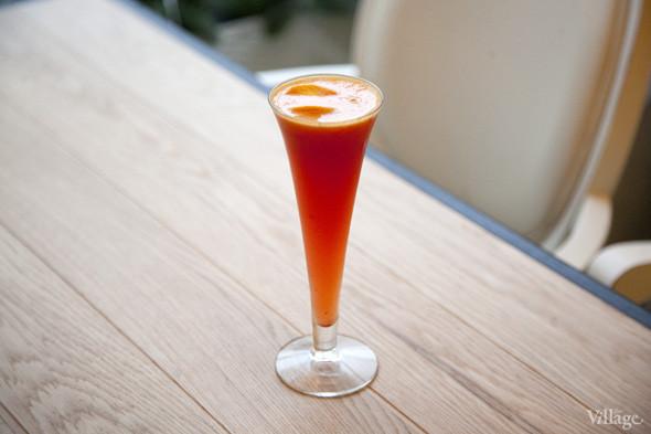 Безалкогольный коктейль Red Passion (апельсиновый фреш, цедра лимона, пюре маракуйи, сок лайма, клюква) —190 рублей. Изображение № 21.