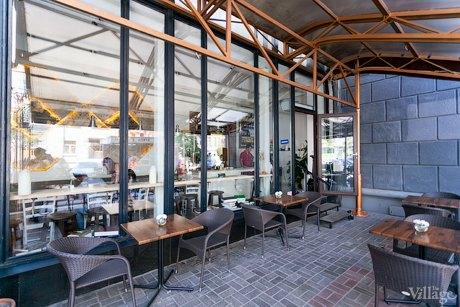 В здании «Кинопанорамы» открылся Vopros Bar. Зображення № 6.