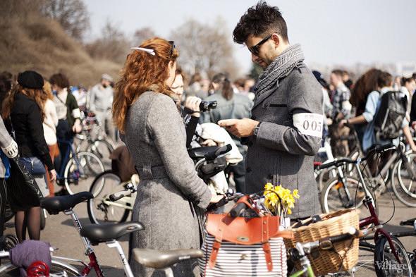 С твидом на город: Участники первого «Ретрокруиза»— о своей одежде и велосипедах. Изображение №1.