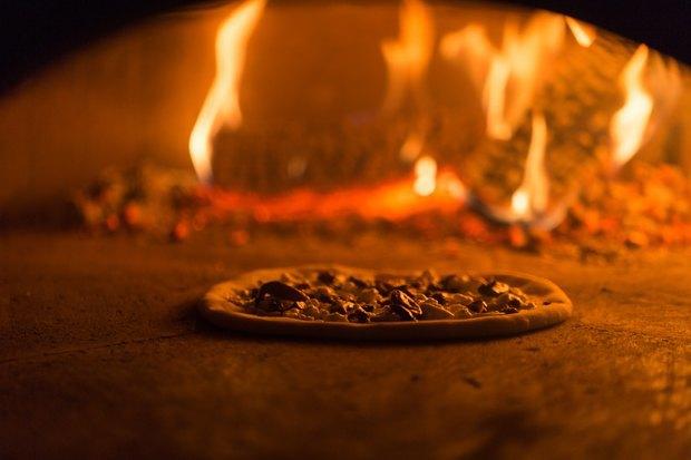 Тестоблюстители: Кто икак делает неаполитанскую пиццу вПетербурге. Изображение № 10.