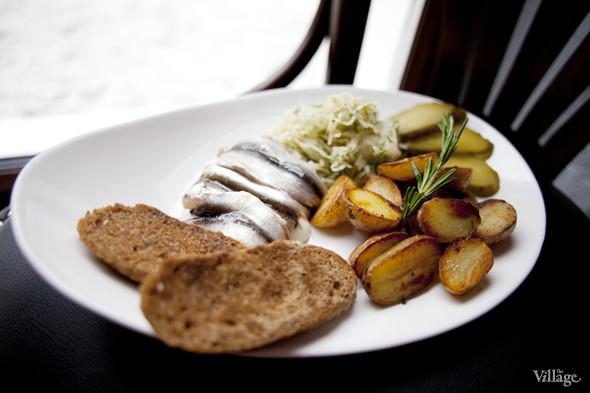 Балтийская килька с мини-картофелем и квашеной капустой — 220 рублей. Изображение № 17.