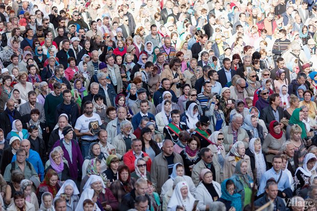 Фото дня: Крестный ход по Невскому проспекту. Изображение № 4.