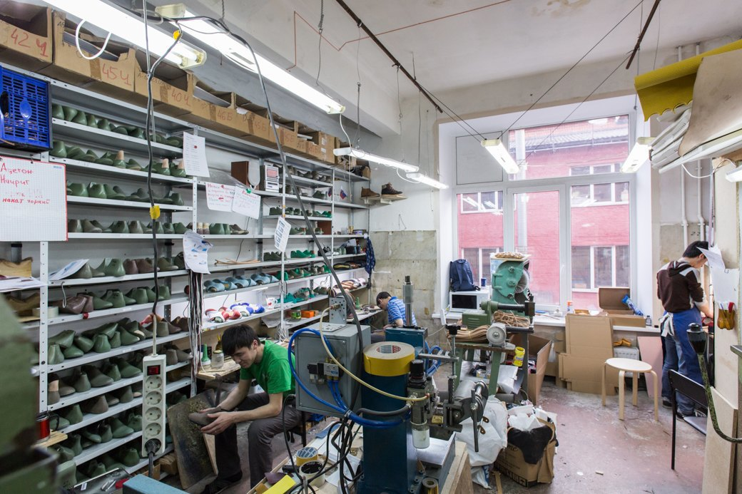 «Пришёл запрос от стилистов Леди Гаги»: Кто икак делает обувь вПетербурге. Изображение № 6.