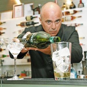 10 знаменитых барменов— отом, можно липить наработе, огромных чаевых илучших коктейлях вмире. Изображение № 7.