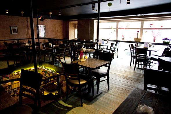После прочтения съесть: 5 кафе при магазинах. Изображение № 31.