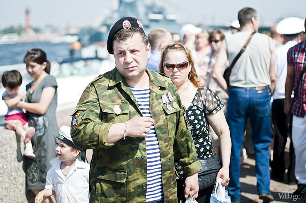 Фоторепортаж: День Военно-морского флота в Петербурге. Изображение № 31.