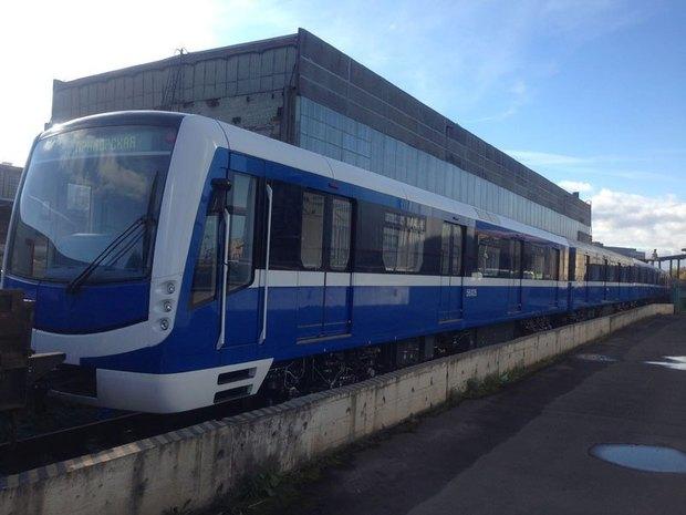 Поезд Нева начнёт курсировать в метро со вторника. Изображение № 1.