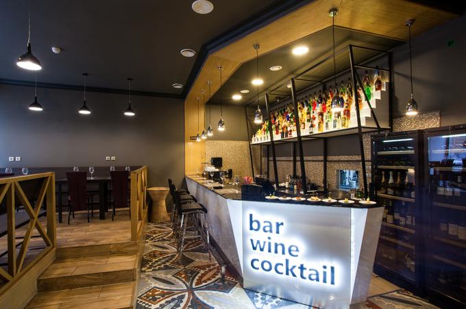 НаНевском открылся винный бар «Монополь». Изображение № 2.