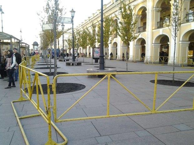 Митинг «Стратегии-31» пытаются сорвать выступлением уличного театра. Изображение № 1.