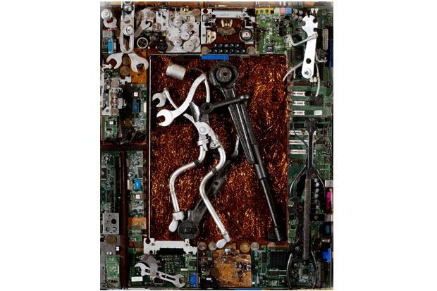 «Ключи счастья», 2009. Материал: деревянная подложка, электронные детали, автомобильные ключи. Изображение № 2.