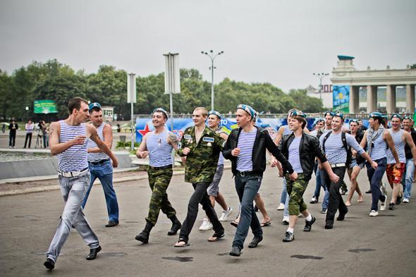 Фоторепортаж: День ВДВ в парке Горького. Изображение № 10.