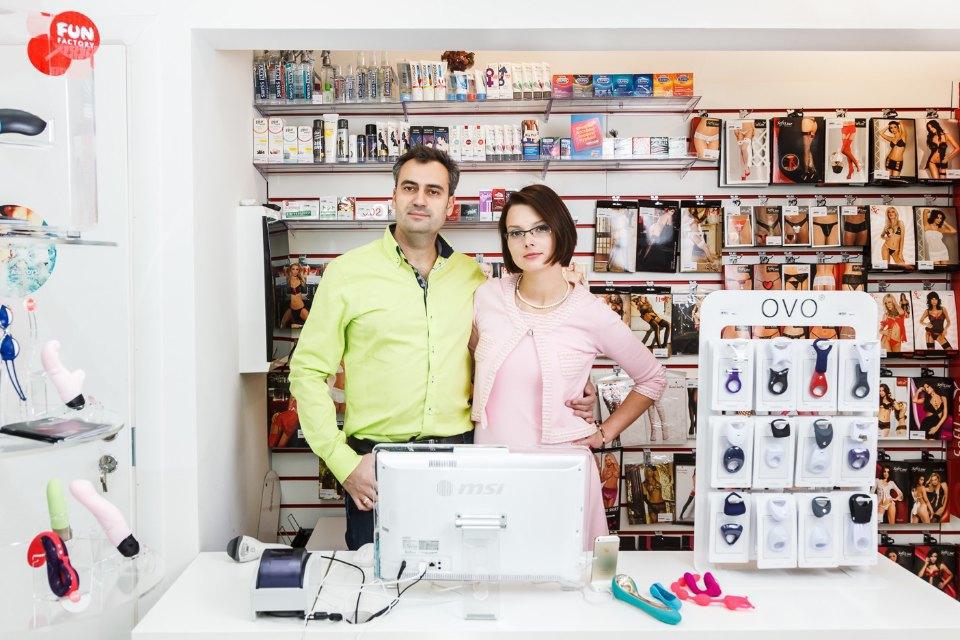 Народпротивсчастья: Чтобудет, если открыть секс-шоп возле своегодома. Изображение № 2.