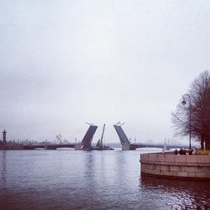 Дворцовый мост впервые развели на все выходные. Изображение № 11.