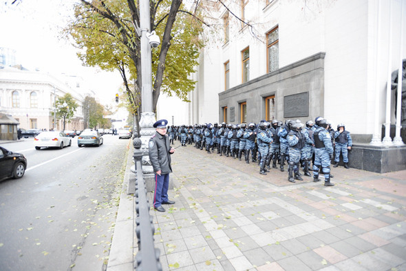 На Грушевского, возле здания парламента, были сосредоточены подразделения «Беркута». Изображение № 5.