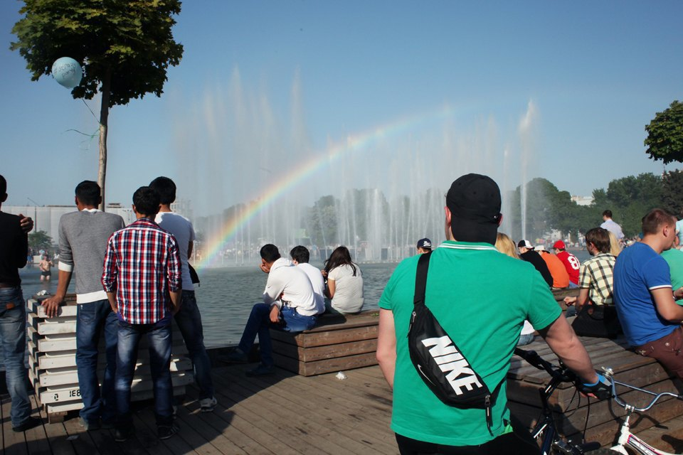 Как выглядит парк Горького в выходной день. Изображение № 6.