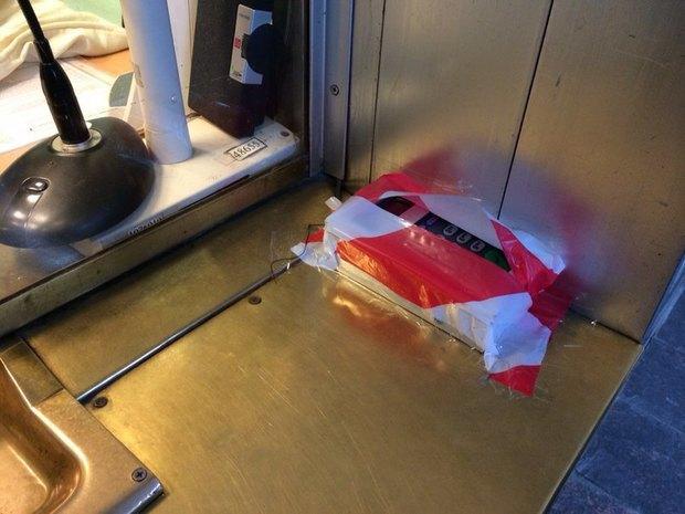 В метро появились терминалы для оплаты проезда банковскими картами. Изображение № 1.
