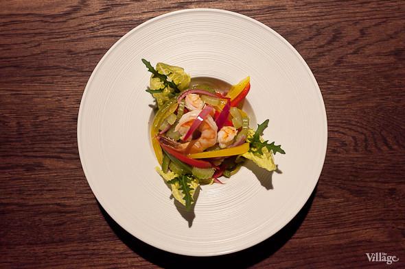 Теплый салат с тигровыми креветками — 410 рублей. Изображение № 44.