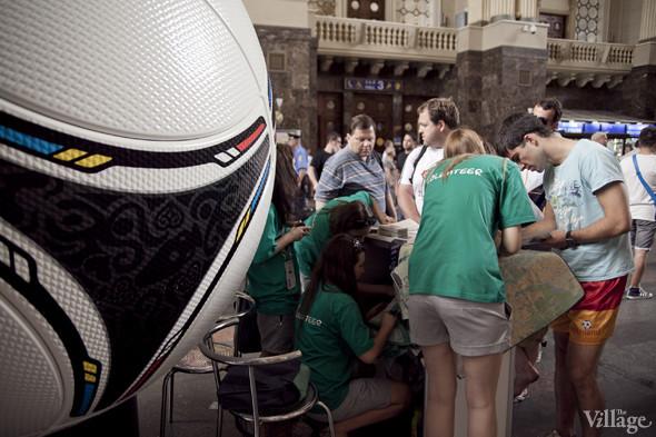 Люди в зелёном: Волонтёры — о гостях Евро-2012. Зображення № 22.