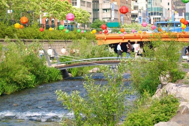 Иностранный опыт: Раскопанная река в Сеуле. Изображение № 6.