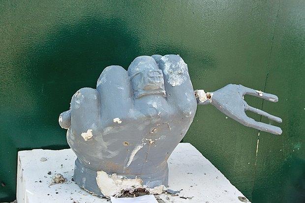 Фото дня: «Памятник дерибану» в Десятинном переулке. Зображення № 1.