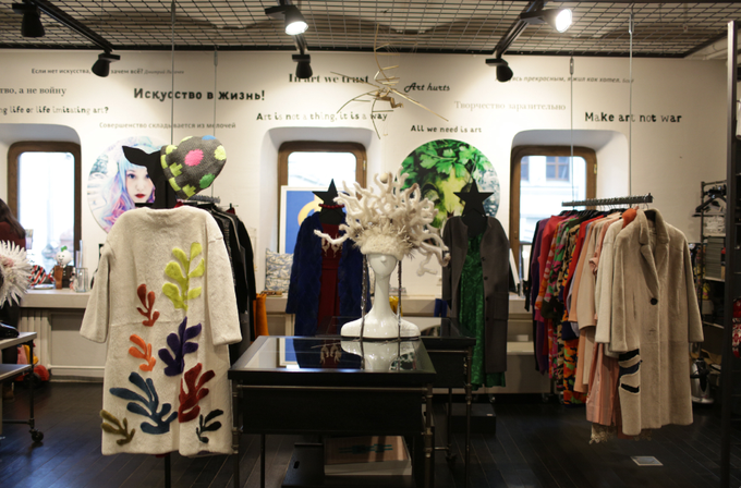 В магазине «Шалтай-Болтай» начали продавать одежду российских дизайнеров. Изображение № 1.